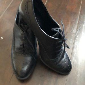 Women black Wingtip shoe